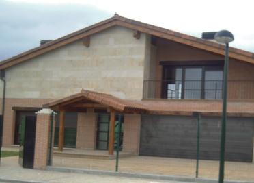 CONSTRUCCIÓN DE VIVIENDA UNIFAMILIAR EN LA URBANIZACION BOSQUE REAL SITUADA EN LAGUNA DE DUERO (VALLADOLID)
